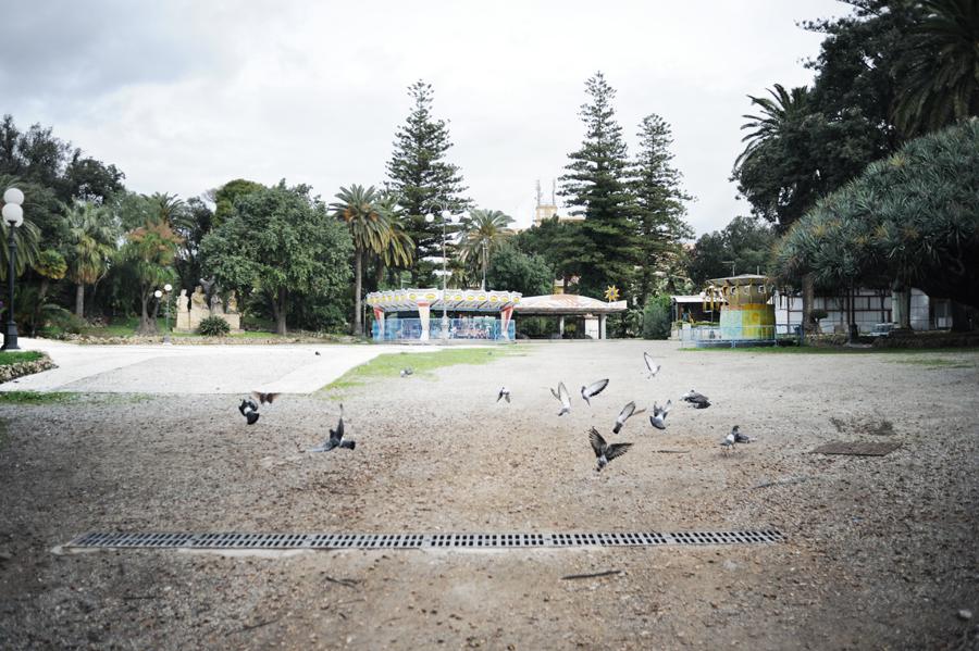 La Villa Comunale Umberto I, ex Orto Botanico che nel 1896 fu convertito in giardini pubblici, si estende in un'ampia area del centro storico. Polmone verde della città e popolato parco giochi, da anni è un luogo pressoché deserto e abbandonato a se stesso.
