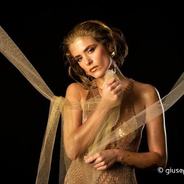 """Gold"" (Angela Radoccia) ♫"