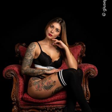 "Arianna Pazienza - ""Chairs and chains"" ♫"