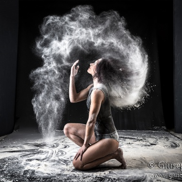 """Dancing flour"" ♪"