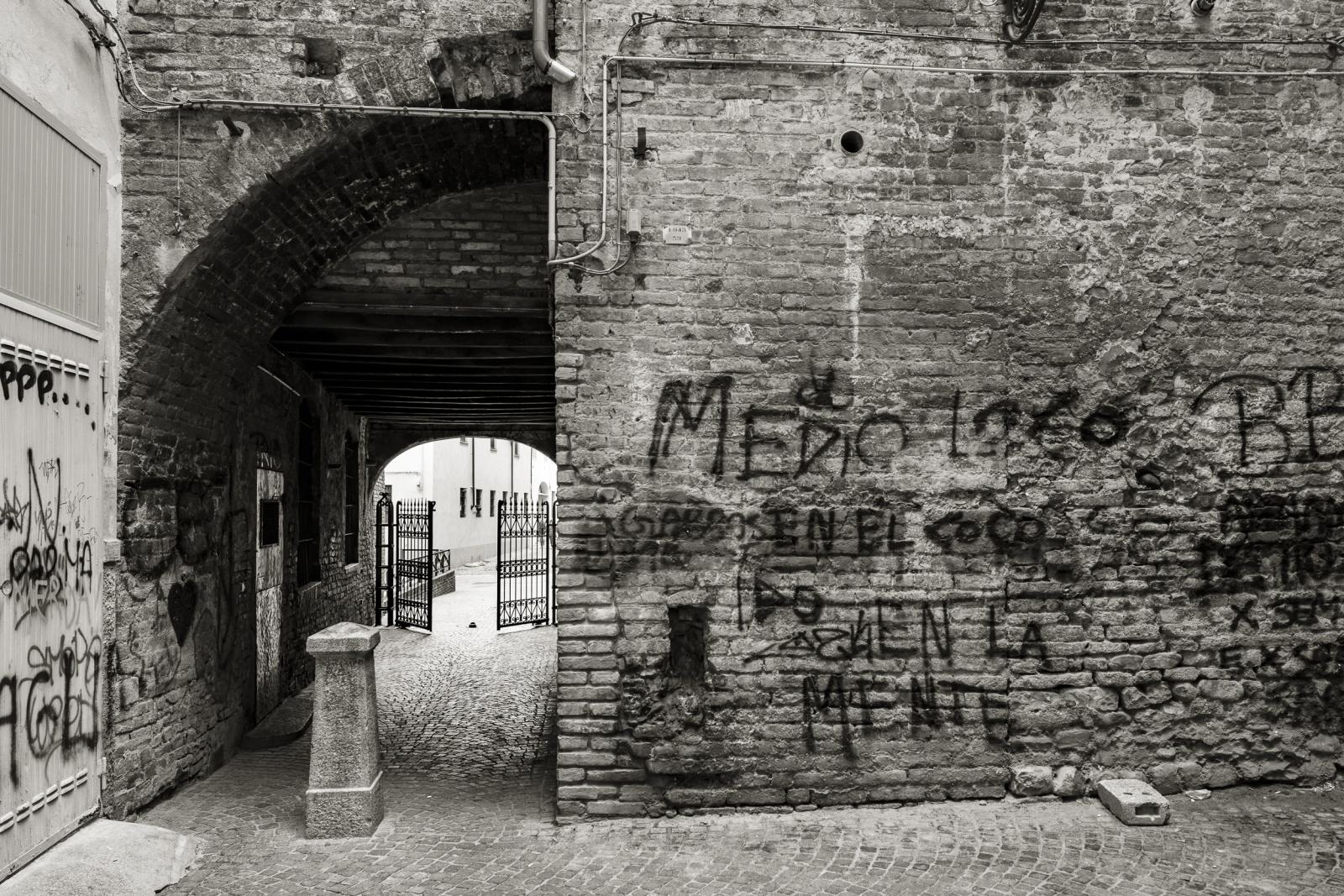 Primogenio sovvrappasso fortificato al canale che circondava il Palazzo Vescovile, 1045.